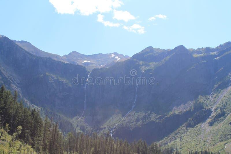 Мирный луг и грациозно наклоны стоковое фото rf