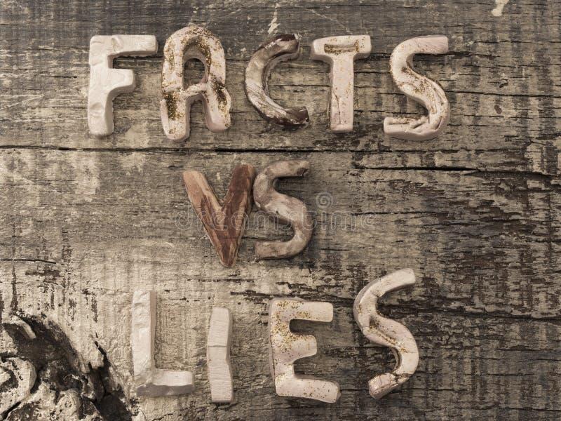 Мировоззренческая доктрина, факты или мифы столба стоковые фотографии rf