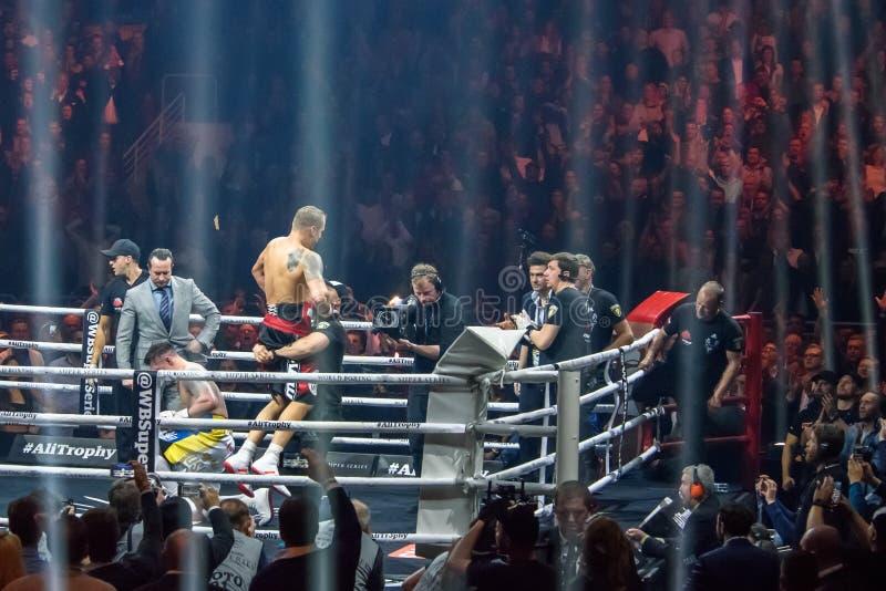 Мир кладя супер бой в коробку серии semi окончательный между Mairis Briedis и Oleksandr Usyk arel стоковые фотографии rf