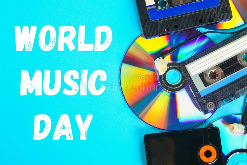 Мир, международный день музыки Концепция развития музыки Кассета, Компактный диск-диск, mp3 плэйер Год сбора винограда и современ стоковая фотография