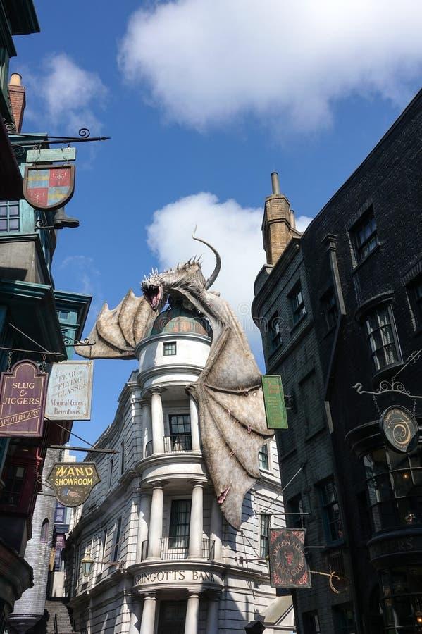 Мир Wizarding студий Universal дракона Гарри Поттера стоковые фото