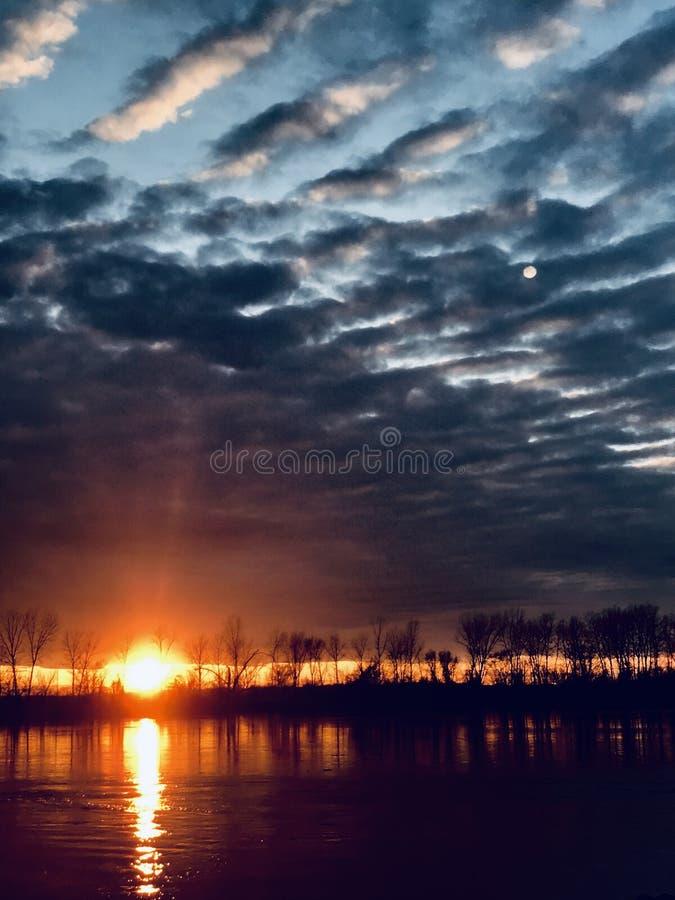 Миссури на заходе солнца В конце концов дождь стоковая фотография rf