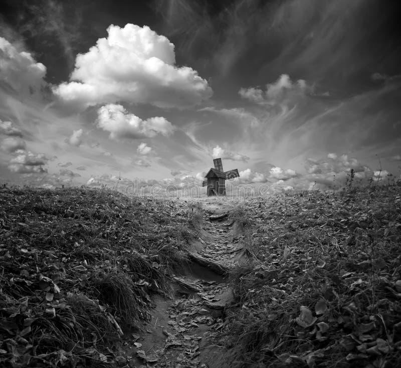 Мистическая мельница черная белизна стоковое фото rf