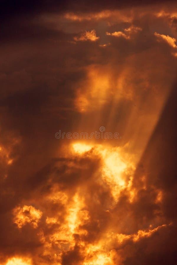 мистическое красное небо стоковое изображение