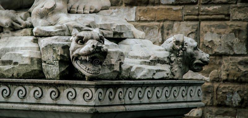 Мифическая статуя Флоренция собаки стоковые изображения