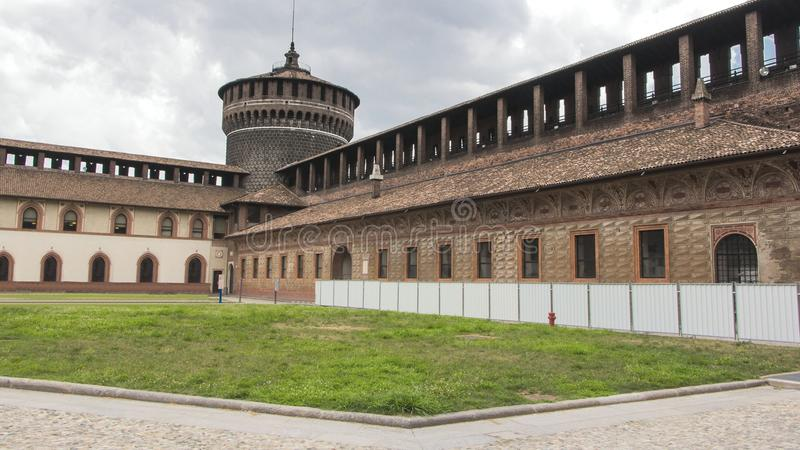 Download Милан Италия замка стоковое изображение. изображение насчитывающей город - 33726763