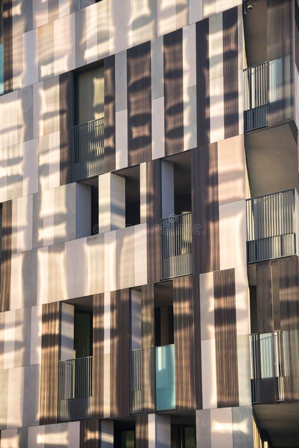 Милан (Италия): современное здание в квадрате Aulenti стоковое фото rf
