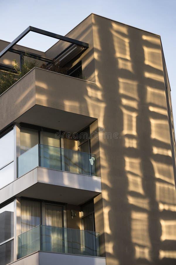 Милан (Италия): современное здание в квадрате Aulenti стоковые фото