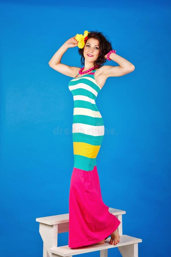 Милая девушка в костюме матроса стоковые изображения rf