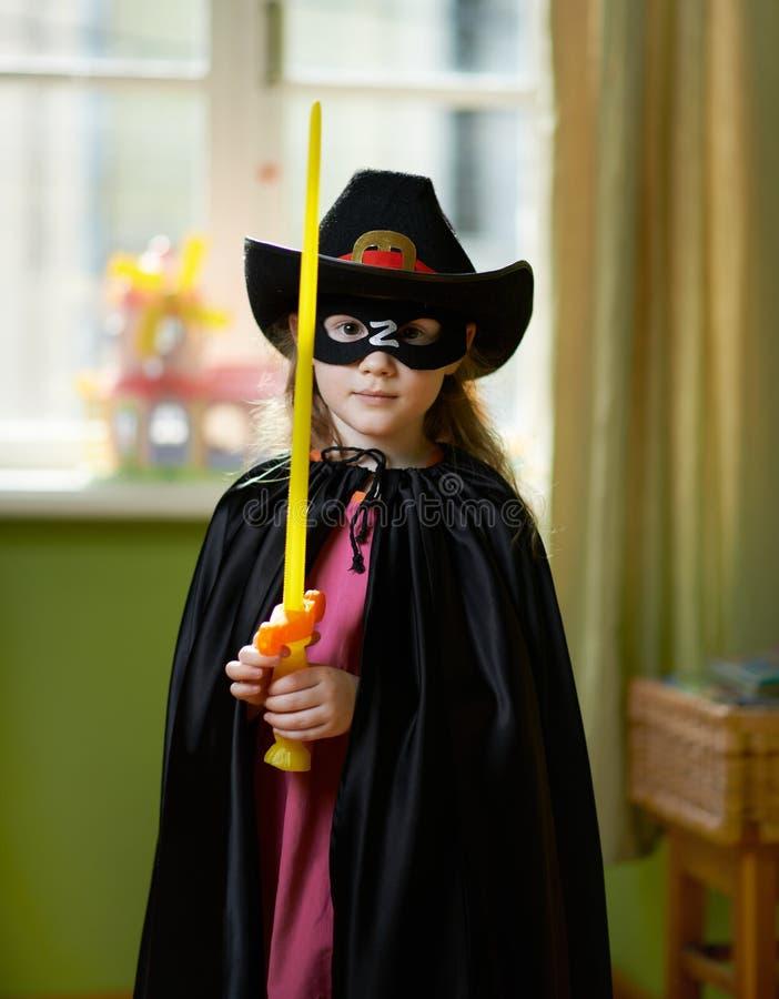 Милая девушка в супергерое костюма стоковое фото
