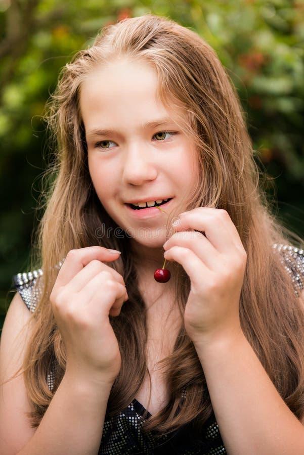 милая девушка подростковая стоковое фото rf