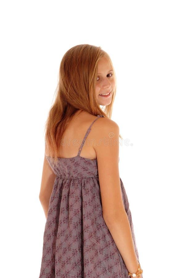 Милая девушка рассматривая плечо стоковое изображение rf