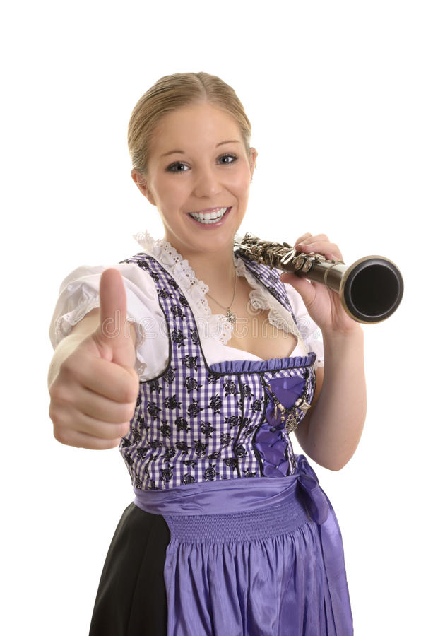 Милая женщина в платье dirndl с саксофоном, большим пальцем руки вверх стоковые изображения rf