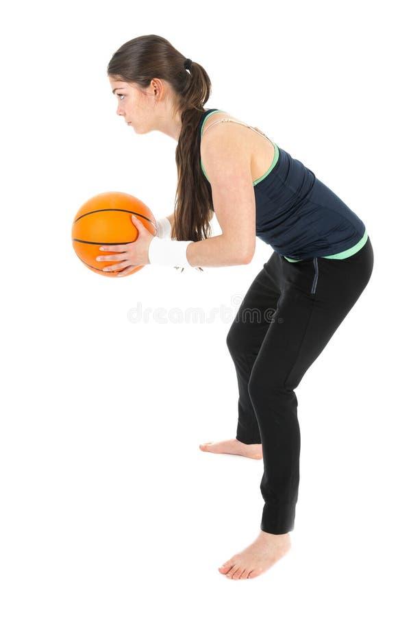 Милая женщина играя баскетбол, изолированный над белизной стоковые фото
