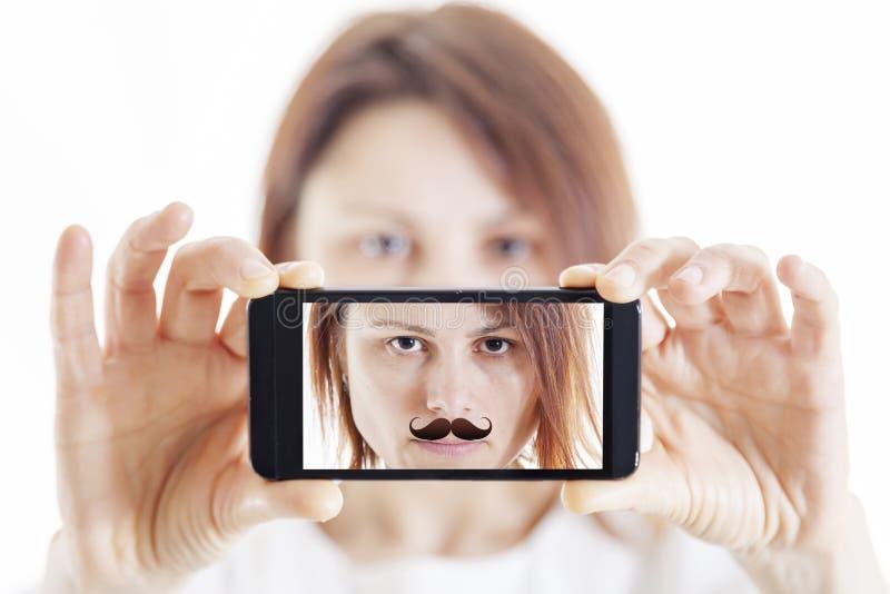 Милая женщина при усик принимая selfie стоковое изображение rf