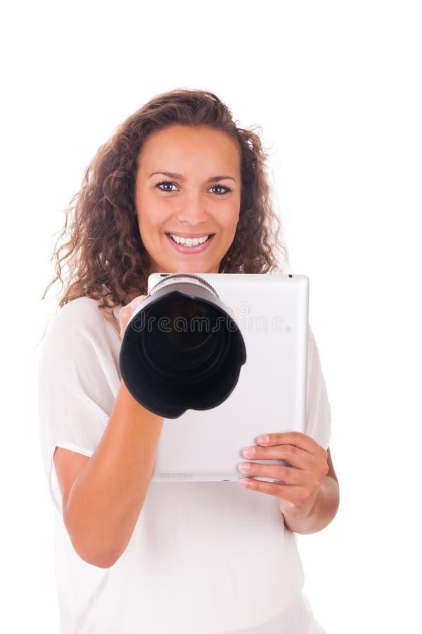 Download Милая женщина профессиональный фотограф с объективом фотоаппарата Стоковое Изображение - изображение насчитывающей красивейшее, изолировано: 33735135
