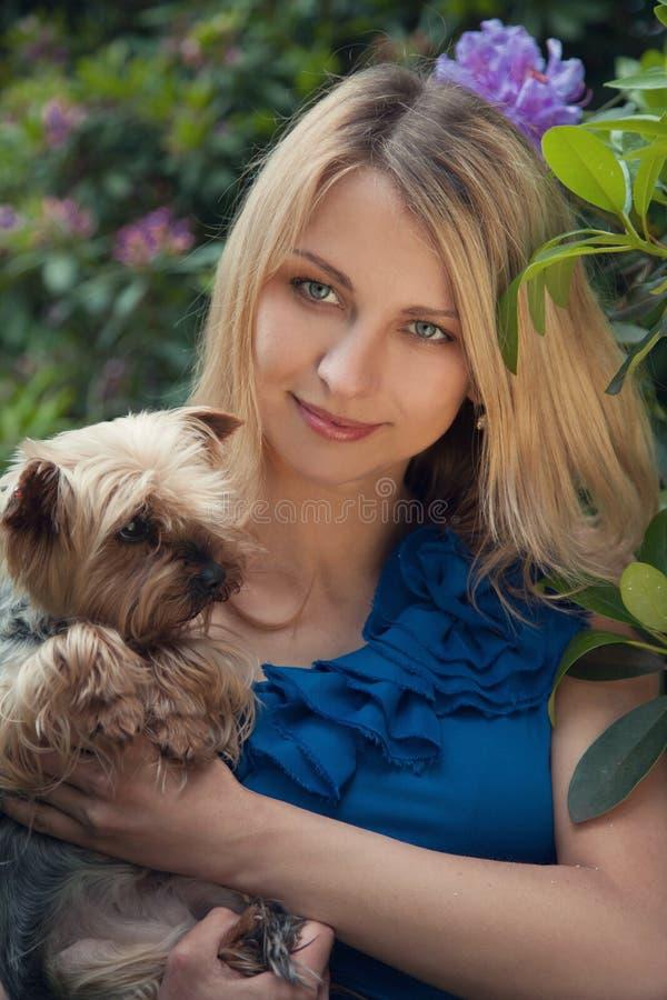 Download милая женщина стоковое фото. изображение насчитывающей потеха - 41656758