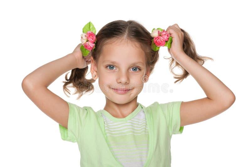 Милая маленькая девочка с красивым стилем причёсок стоковое изображение