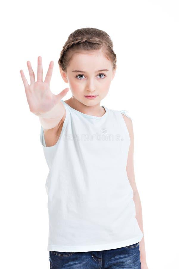 Милая маленькая девочка требуя стопа с ее рукой. стоковое изображение