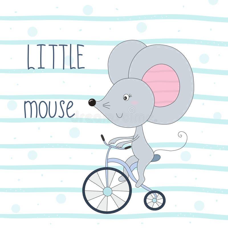 Милая маленькая мышь ехать иллюстрация вектора шаржа велосипеда нарисованная рукой иллюстрация штока