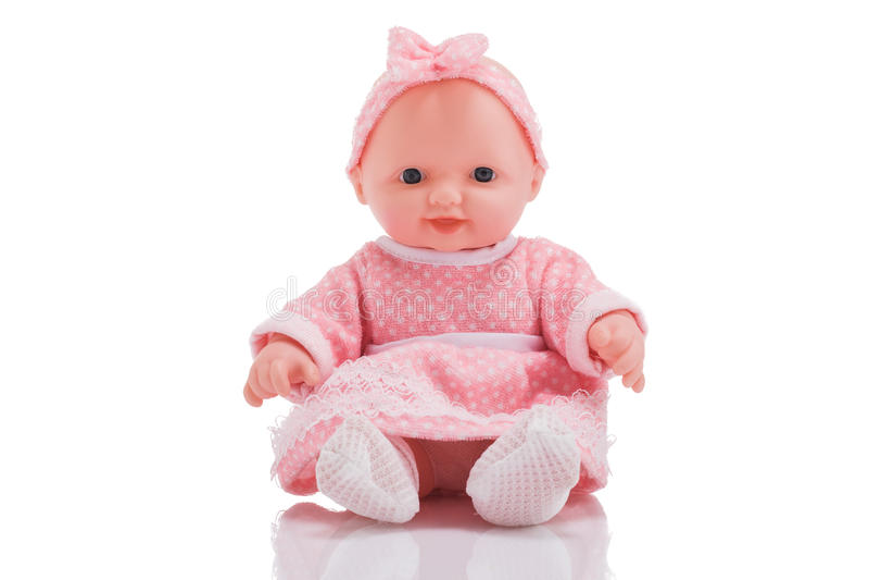 Милая маленькая пластичная куколка при голубые глазы сидя изолированный o стоковое изображение rf