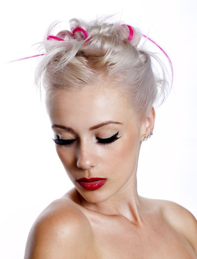 Download Милая молодая женщина с белокурыми и розовыми волосами Стоковое Фото - изображение насчитывающей blondish, adulteration: 33731774