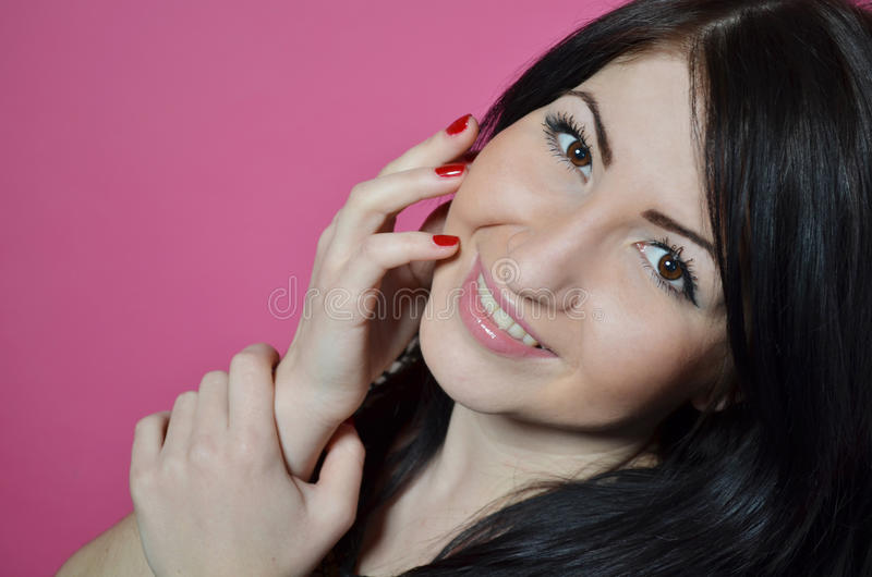 Милая усмехаясь девушка стоковые фотографии rf