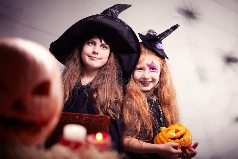 Милые ведьмы стоковые изображения rf