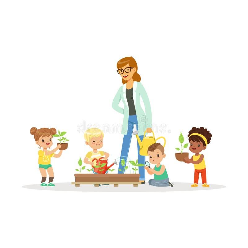Милые девушки и мальчики помогают их учителю позаботить для заводов во время урока ботаники, шаржа образовательных деятельностей  бесплатная иллюстрация