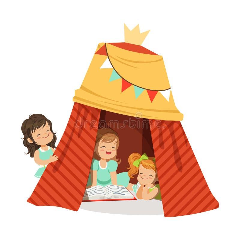 Милые маленькие девочки сидя в домодельном teepee и читая книгу, детей имея потеху в иллюстрации вектора хаты иллюстрация вектора