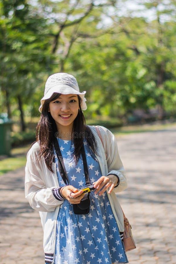 Милый азиат в парке стоковое изображение rf