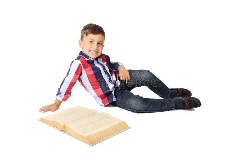 Милый мальчик с большой книгой стоковые фото