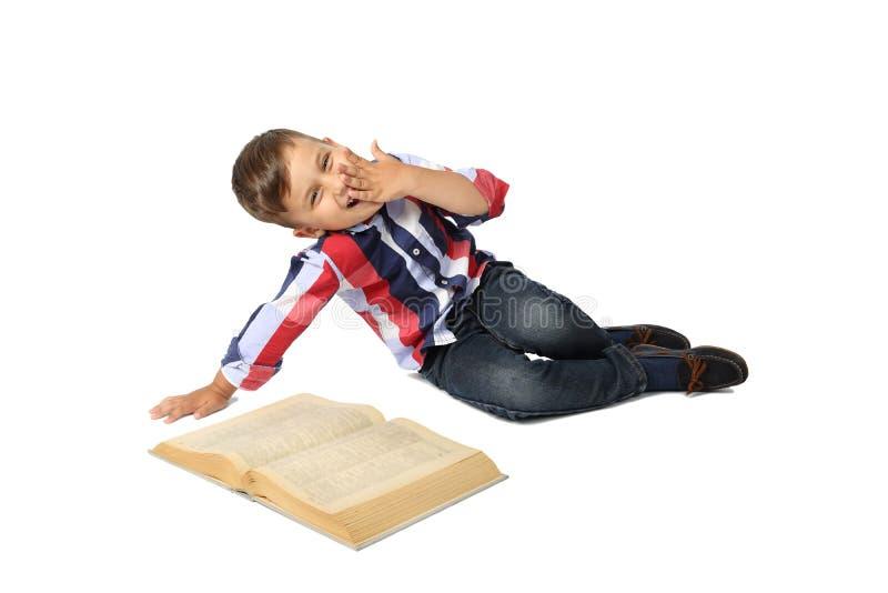 Милый мальчик с большой книгой стоковая фотография rf