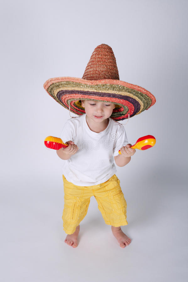 Милый мальчик с sombrero стоковые фотографии rf