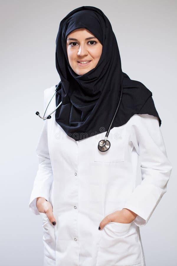 Милый мусульманский доктор стоковые фото