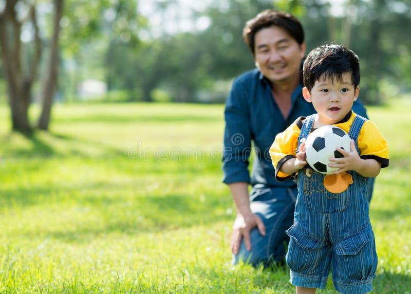 Download Милый младенец стоковое изображение. изображение насчитывающей люди - 33739399