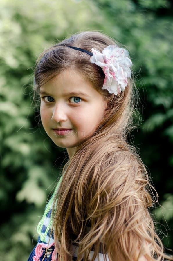 Милый портрет лета маленькой девочки стоковые изображения rf