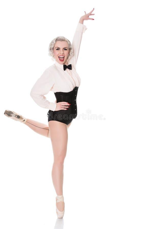 Милый счастливый молодой танцор в корсете и бабочке, изолированных на белизне стоковые изображения rf