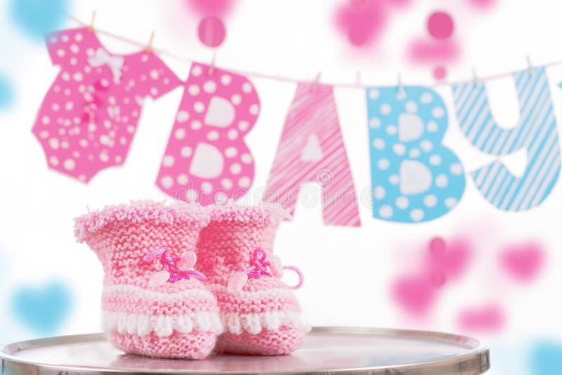 Милый элемент младенца с младенцем слова и розовыми bootees стоковые фото