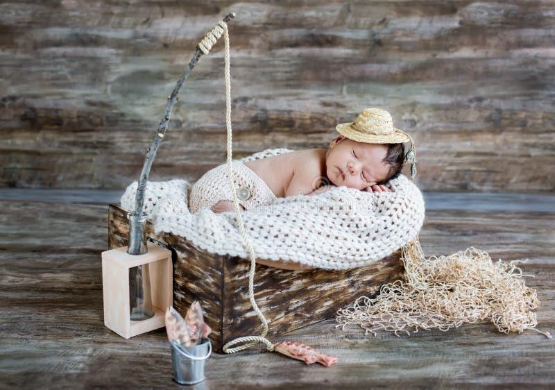 Милый newborn спать ребёнка стоковые изображения