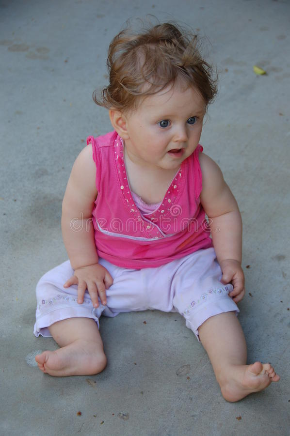 младенец вспугнул стоковые фотографии rf