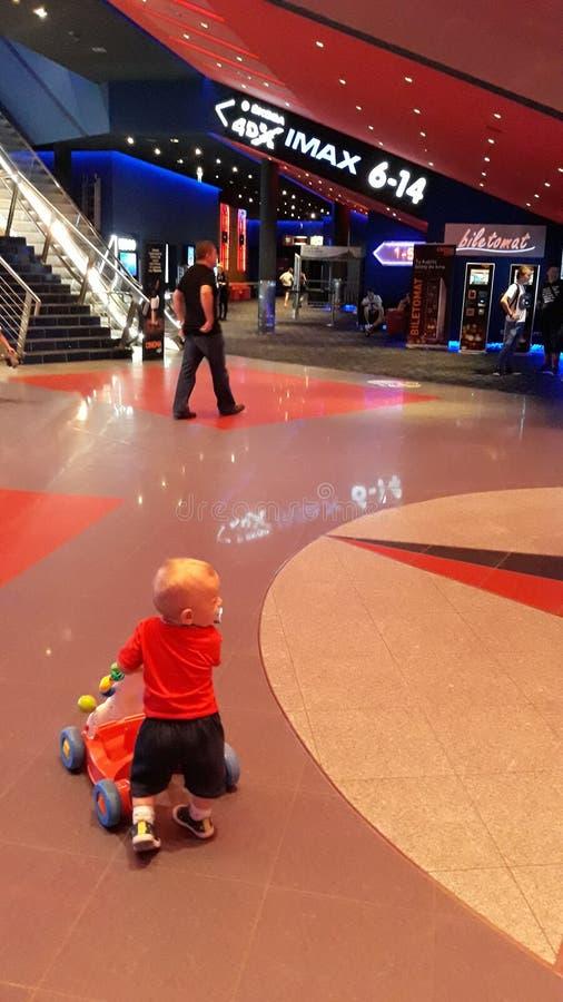 Младенец в кино стоковое фото rf