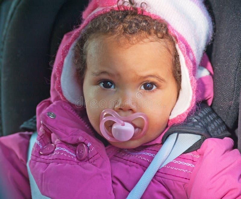 Младенец в месте автомобиля стоковая фотография rf