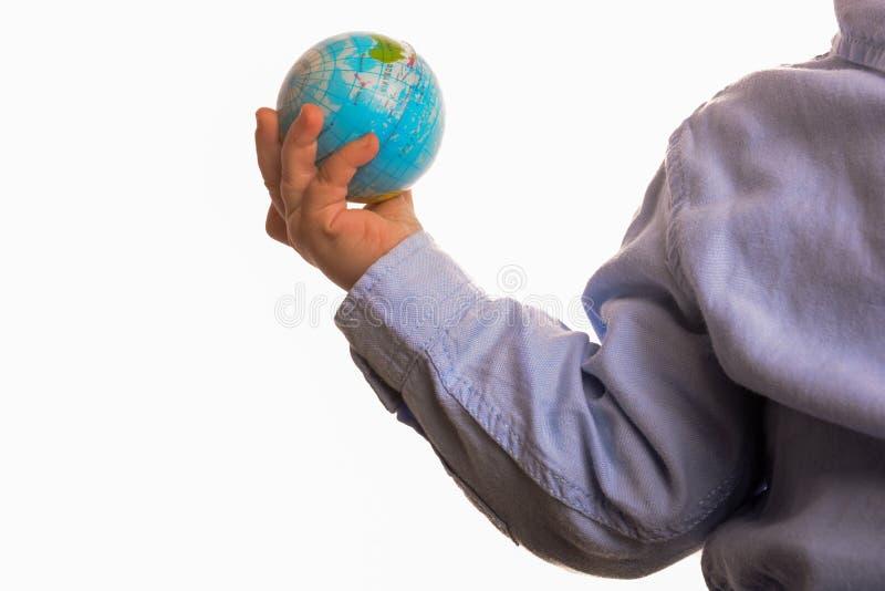 Младенец держа глобус стоковое изображение rf