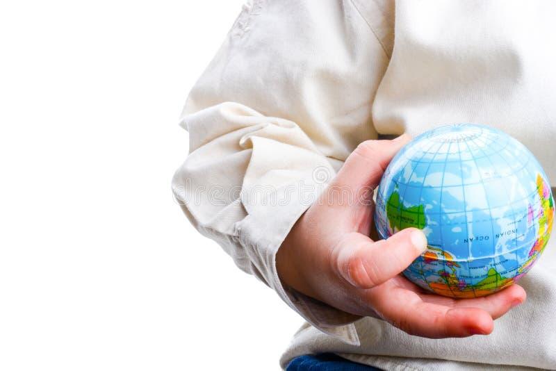 Младенец держа глобус стоковая фотография