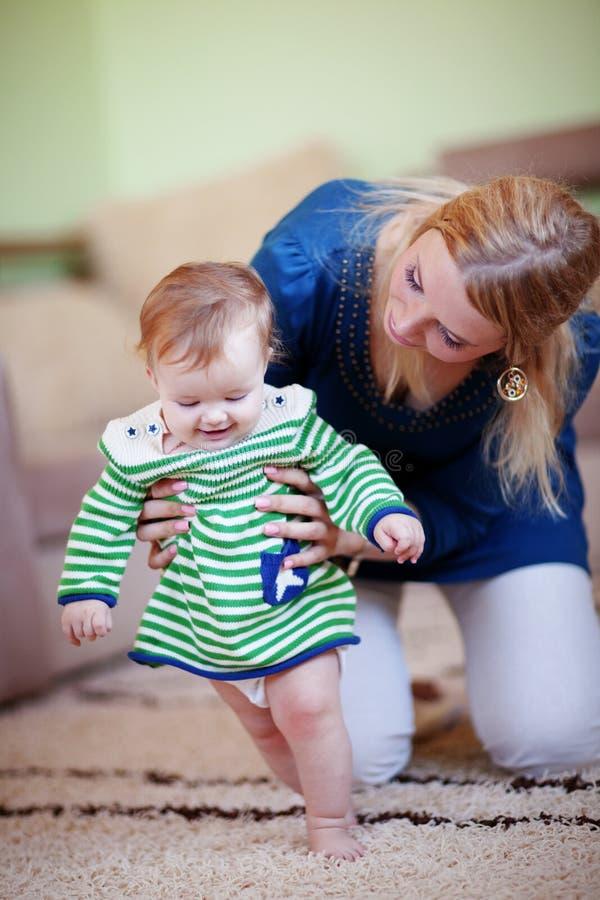 младенец ее мать стоковое изображение