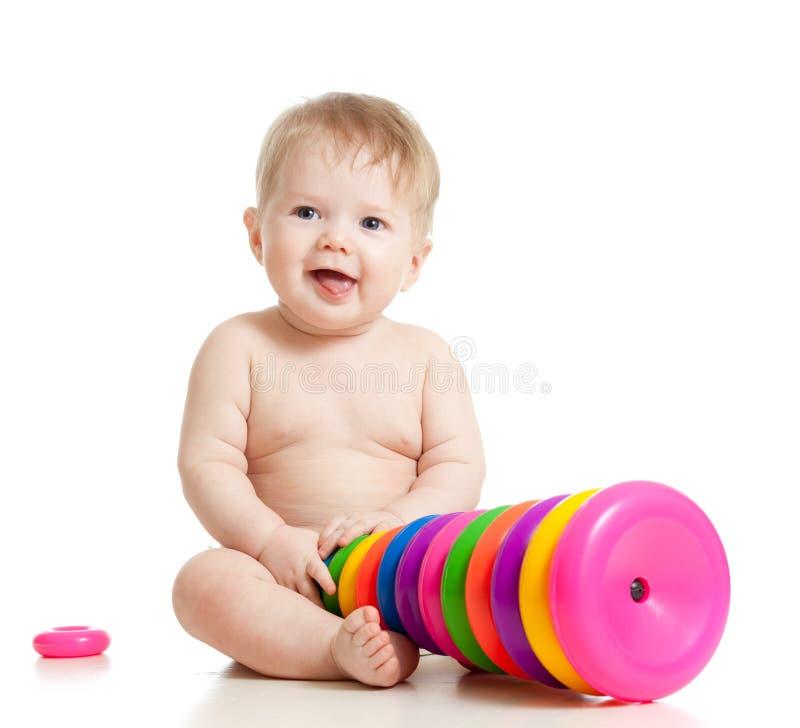 младенец играя игрушку стоковые изображения rf