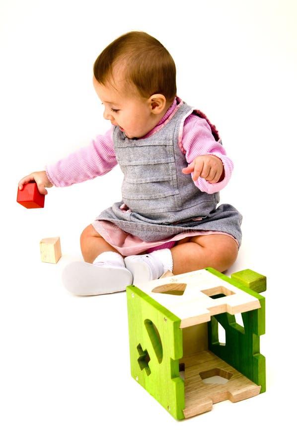 Младенец играя с блоками стоковые изображения rf