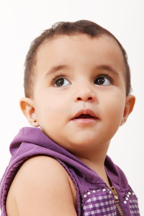 младенец смотря вверх стоковые фотографии rf