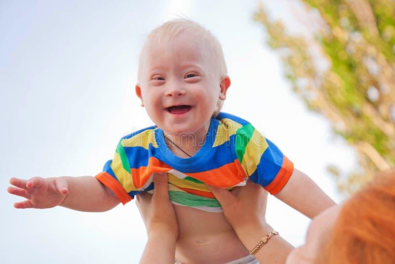 Младенец с Дошн Сындроме стоковая фотография rf